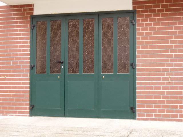 Centro serramenti milani serramenti malnate portoni garage e sezionali - Portoni garage con finestre ...